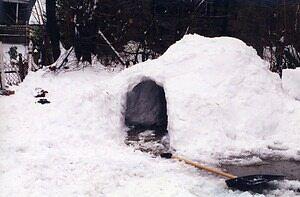 do eskimos still live in igloos